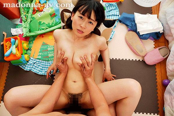 羽月希復活!!初母乳VR!! 兄嫁・希さんの母乳が気になって仕方ない僕は赤ちゃんプレイをさせてもらうと段々エロい雰囲気になってまさかの授乳セックスVR